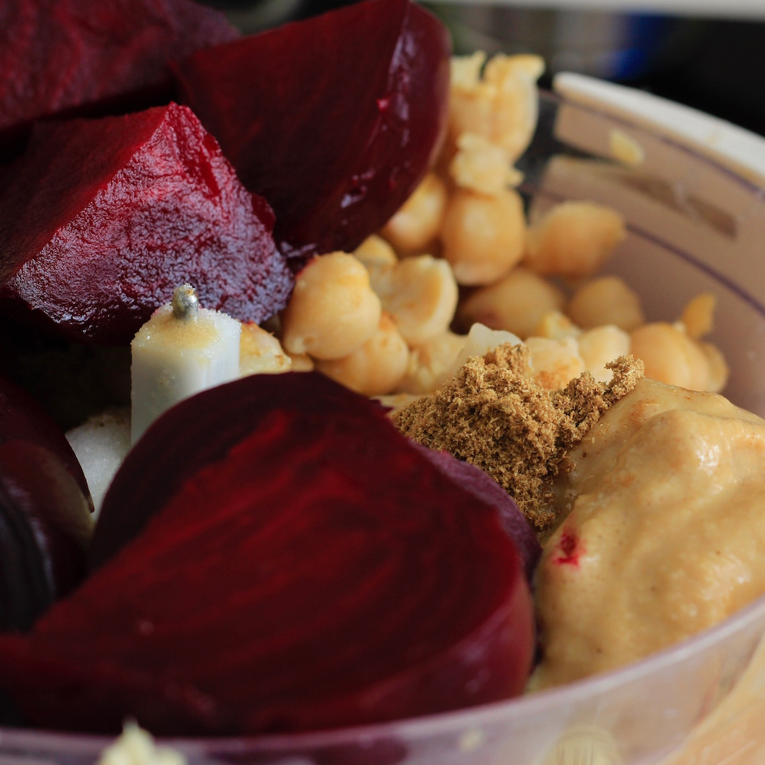 Garlicky Roasted Beet Hummus2