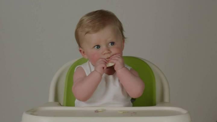 BABY_EATING_3_Fotor
