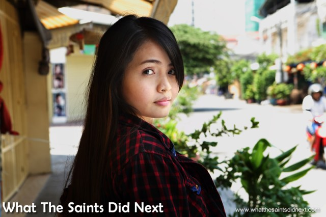 Diamond taking her new found model confidence onto the Phnom Penh street.  Our city photoshoot in Phnom Penh.