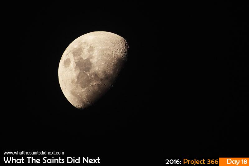 'Peake'<br /> 18 Jan 2016, 19:13 - 1/200, f/6.3, ISO-200<br /> The moon.