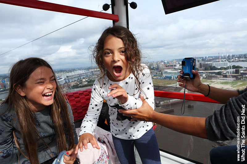 Amazing experience, amazing reaction from Elizabeth and Inka as we took off on the Emirates Air Line across the Thames.
