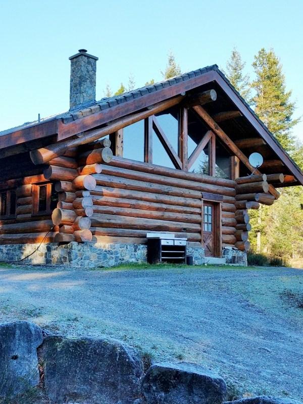 Log Cabin In Sooke