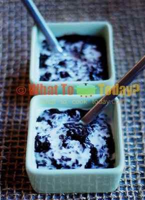 Bubur ketan hitam (Black glutinous rice with coconut milk)