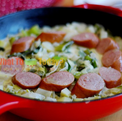 PAPET VAUDOIS/ VAUD SAUSAGES WITH LEEKS, CREAM AND POTATOES