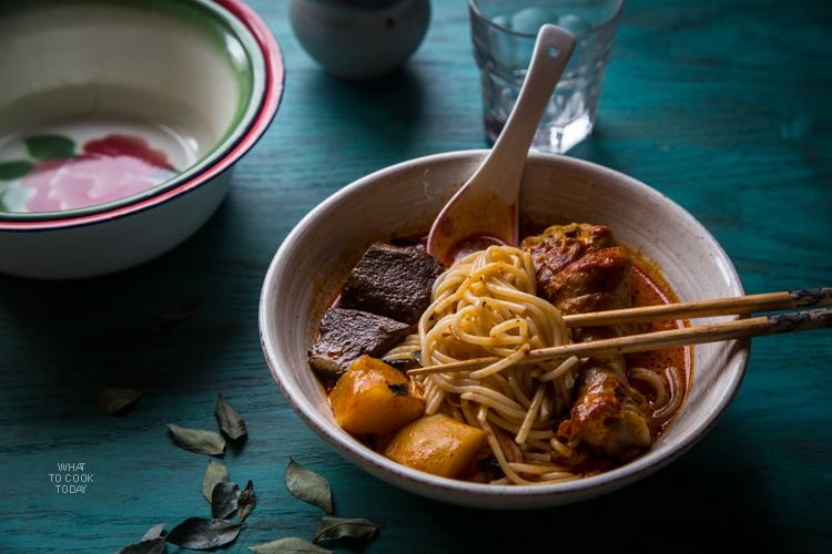 Kari ayam (Indonesian red curry chicken)