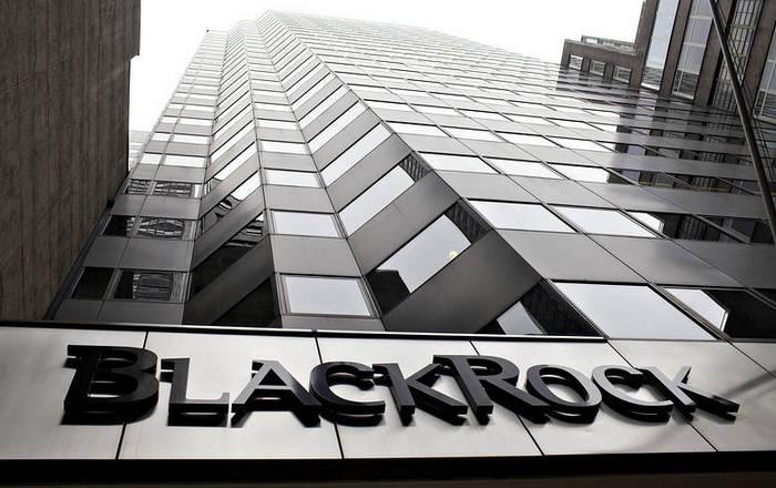 """Крупнейшая инвестиционная компания в мире """"пристально следит"""" за криптовалютами"""