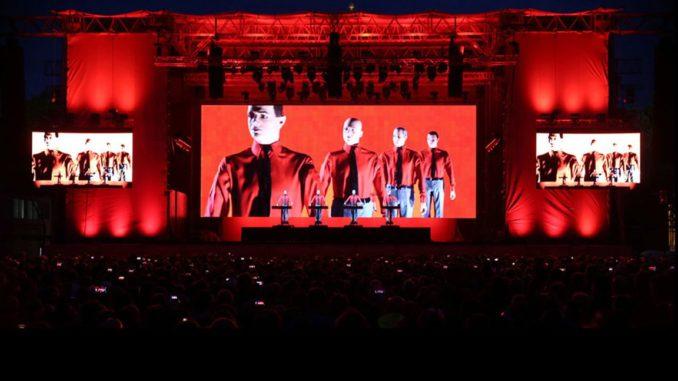 На концерте группы Kraftwerk были впервые использованы крипто-билеты