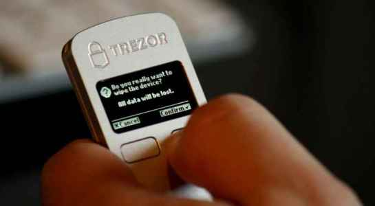 SatoshiLabs возможно выпустит «bitcoin-only» прошивку для Trezor