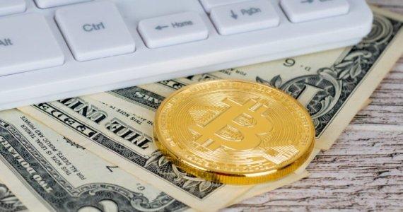 Июль был удачным для биткоина и провальным для доллара