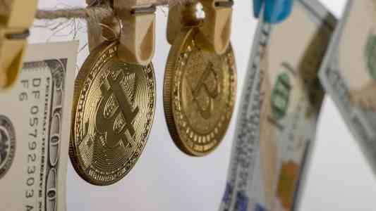 Глава финразведки США указал банкам на риски операций с криптовалютами