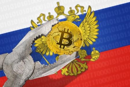 Премьер РФ: Правительство будет контролировать криптосферу