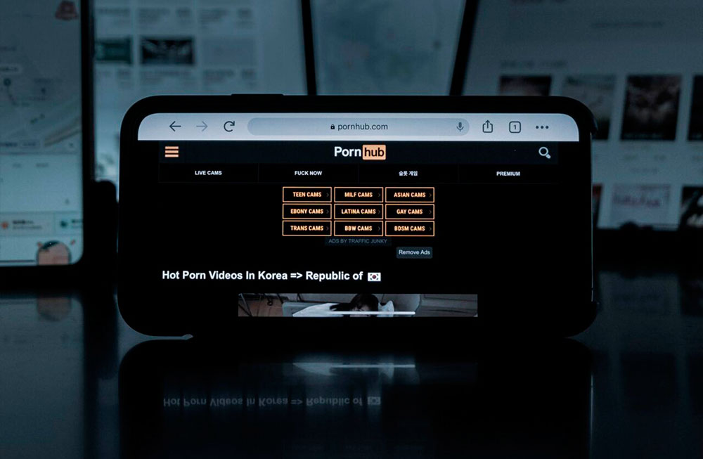 Pornhub добавил криптоплатежи в XRP, BNB, USDC и DOGE