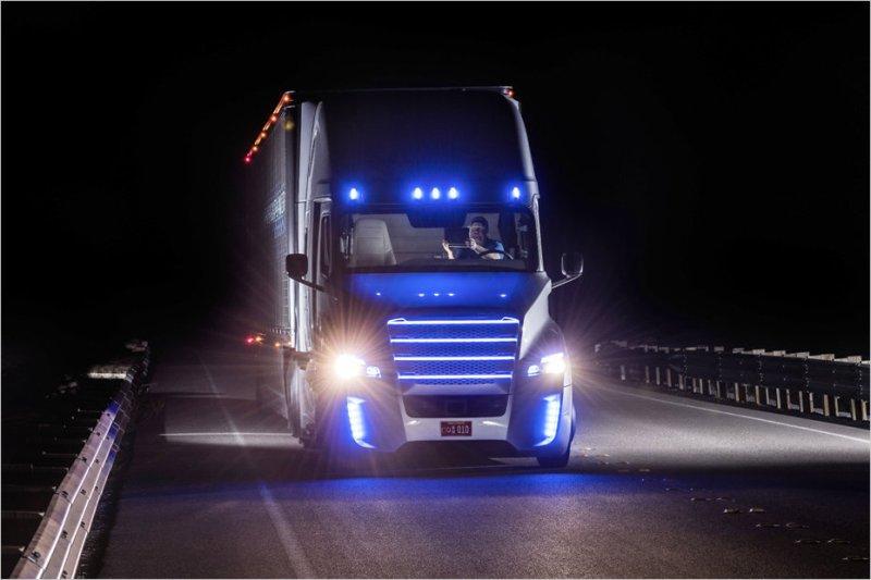Freightliner a lansat primul camion care merge autonom-Truck Inspiration 2015