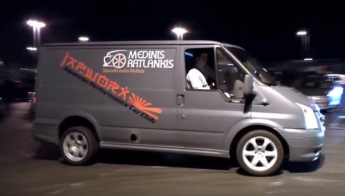VIDEo-Vezi cum arata un Ford Transit echipat cu un motor R33 Nissan Skyline GT-R