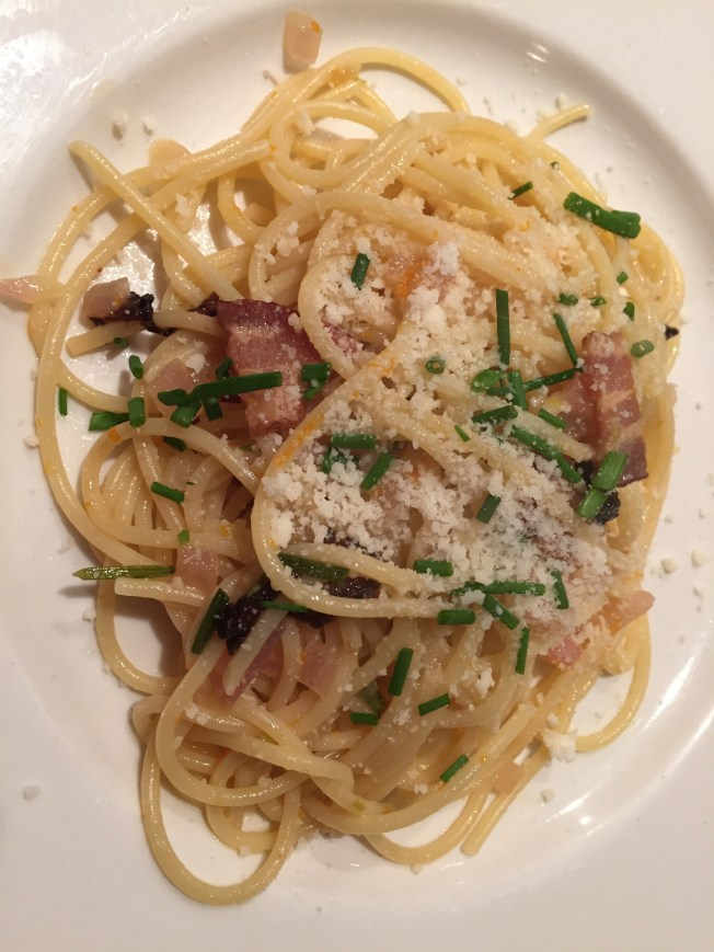 Spaghetti with bacon, orange zest and mushrooms