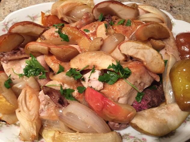 Poulet Roti avec pommes and poires
