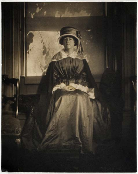 """The Visitor, 1910"" gum bichromate print by Gertrude Kasebier in the Symbolist style (courtesy of MFA, Boston)"