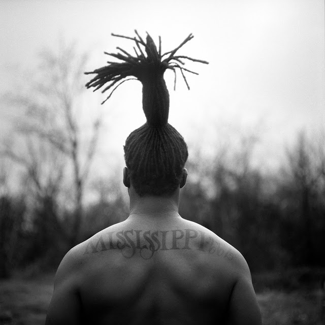 """""""Mississippi 662, Duncan, MS, 2012"""" from the series """"When Morning Comes"""" by Brandon Thibodeaux (courtesy of the artist and Griffin Museum of Photography)"""