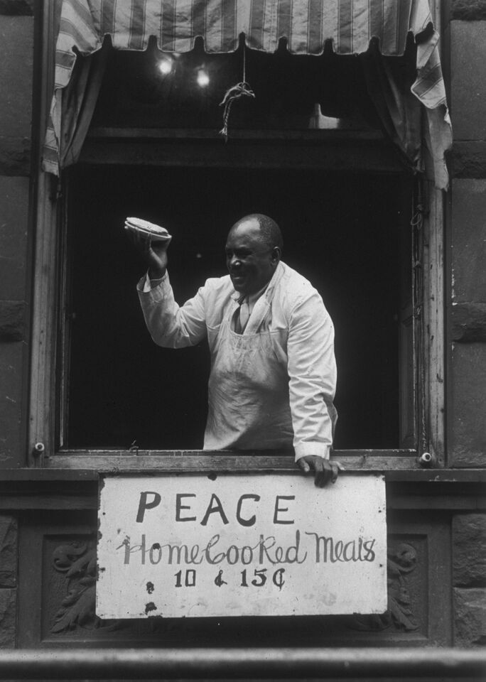 """""""Peace Pieman"""" from the series Harlem Document 1932-40 by Aaron Siskind (courtesy of Gallery Kayafas, Boston)."""