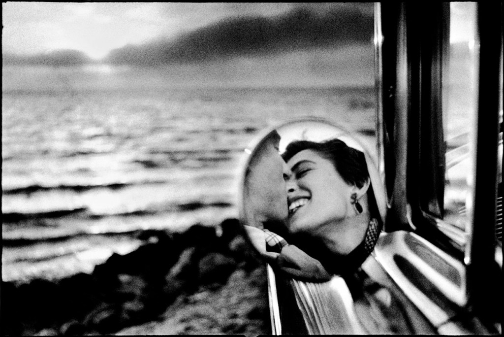 """Santa Monica, California (California Kiss), 1955 (courtesy of the artist and Holden Luntz Gallery, Palm Beach)."