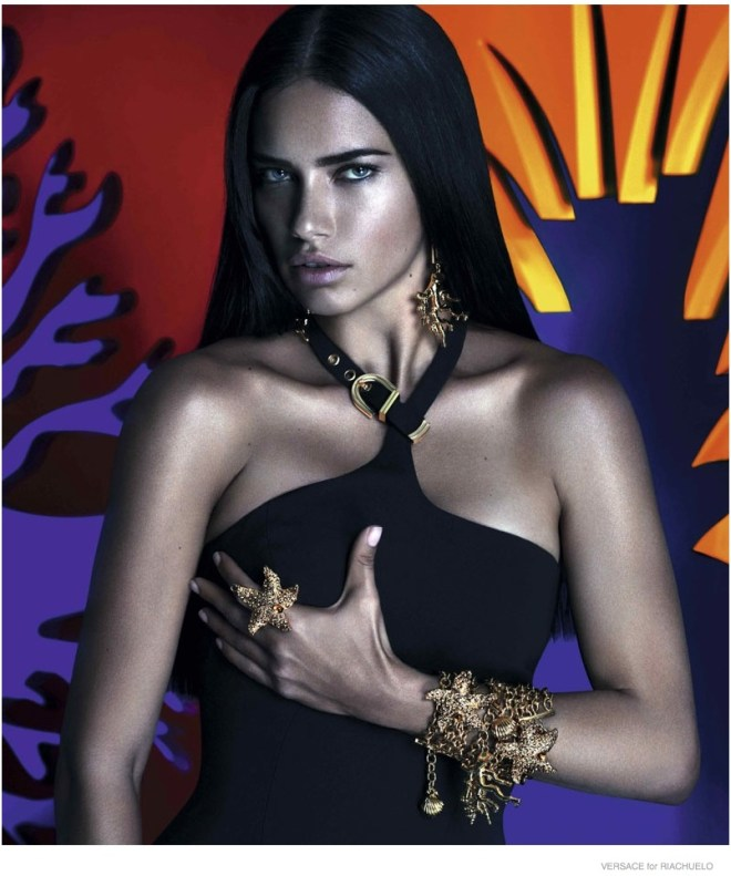 Super/ultra/mega/uber Brazilian model Adriana Lima, http://www.adrianalima.com was the editorial image for the VERSACE for RIACHUELO campaign. A smart move from the apparel company, as she gave the international appeal and the sophisticated look - the best of it all? - the multicolored background with elements and objects and ideas of the multicolored Brazilian culture made this campaign one that will be for sure remembered. Photography and art by : Mert Alas & Marcus Piggott http://www.artpartner.com/artists/film-print/mert-alas-marcus-piggott/