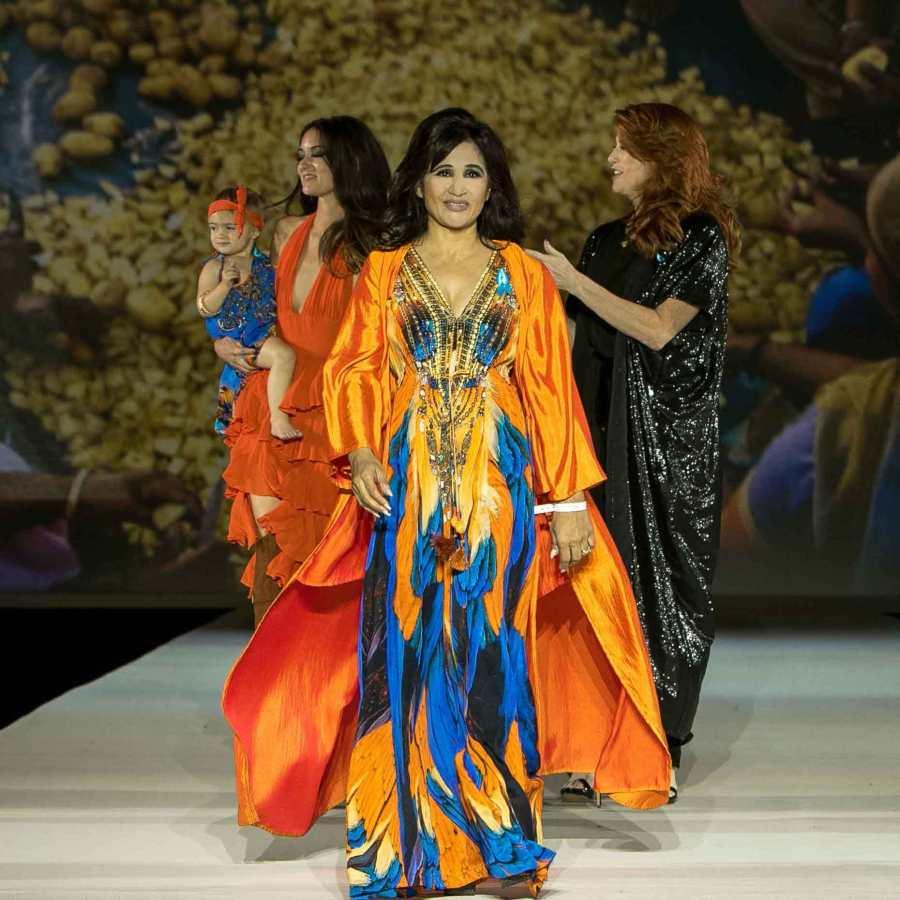 Shida Clayton closing runwayshow of her brand Shahida Parides