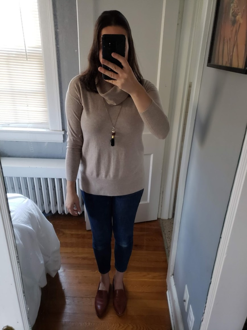 Thanksgiving outfit ideas for moms - what to pack for Thanksgiving - outfits for Thanksgiving break - packing for traveling home - fall capsule outfit ideas - mom blog - What You Make It blog