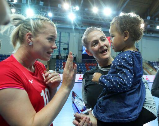 Дочка Шаны Массон знакомится с Ксенией Трухиной