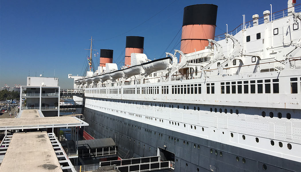 Lengthwise photograph of the exterior of the RMS Queen Mary.