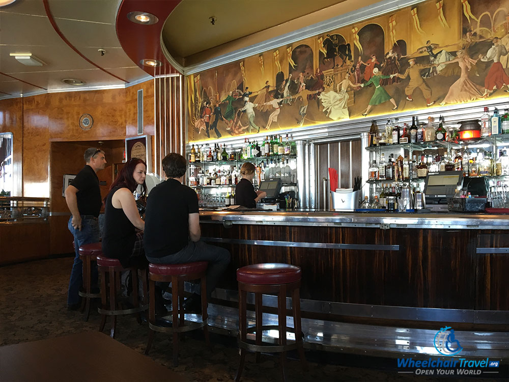 PHOTO: Observation Bar on the RMS Queen Mary.