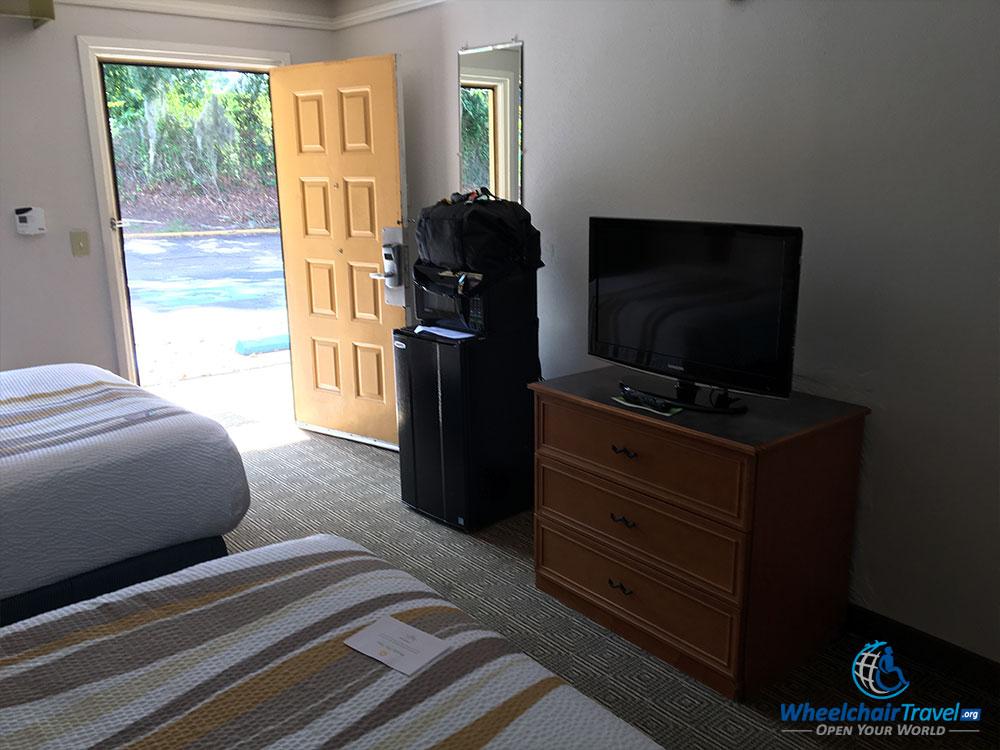 La Quinta guest room; looking towards the open door.