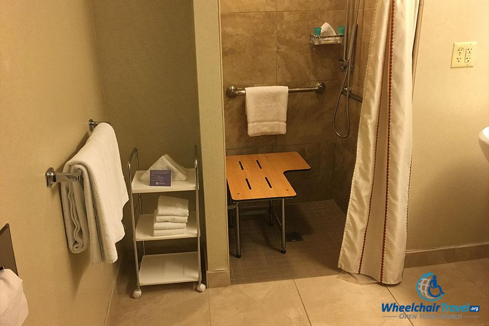 transfer-shower-ada-compliant-hyatt-regency-ohare - WheelchairTravel.org