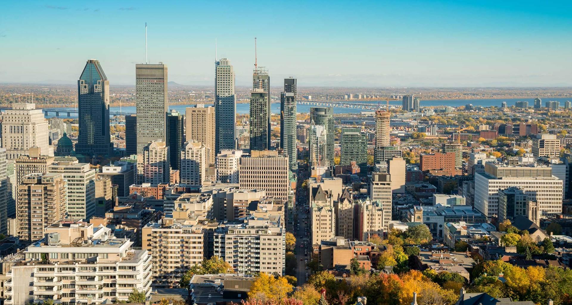 Montréal, Québec, Canada skyline.