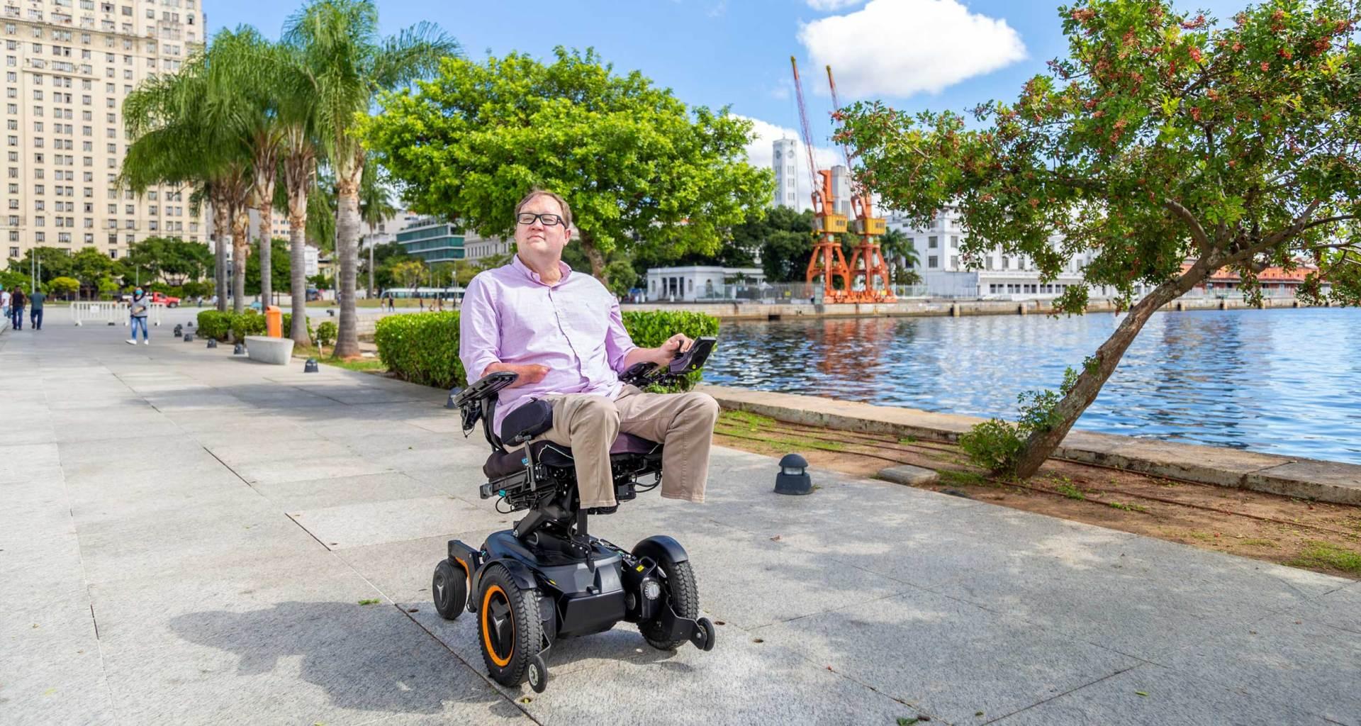 John rolling in his wheelchair in the Centro district of Rio de Janeiro.