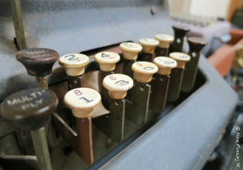 An old-fashioned calculator. Cool, eh?