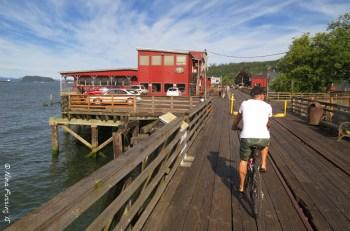 Biking the gorgeous Astoria riverfront trail