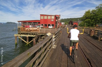 Biking the gorgeous Astoria riverfront trail