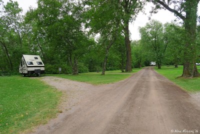 View towards back of loop. Trailer in #60 on left.