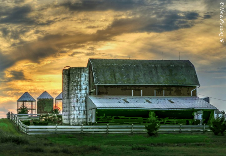 Barn and sunset. Now, that's a pretty picture :)