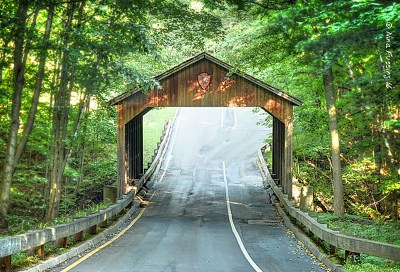 There are covered bridges here..
