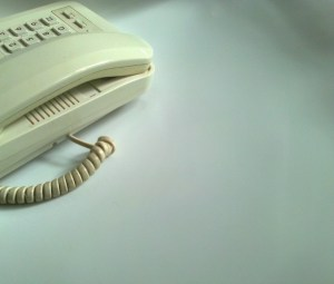 4 Ways to Contact a Company Offline Effectively Using Traditional Methods_Customer Service