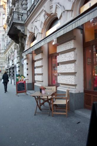 sidewalk snacking in Budapest