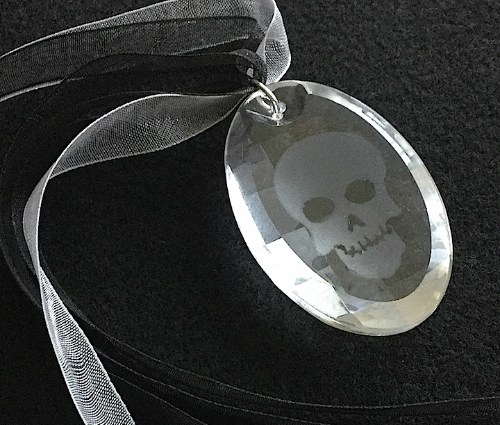 Etched SKull Crystal Pensant Hero