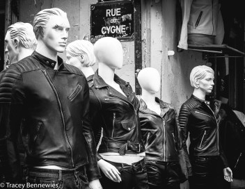 Mannequin Monday #43: A face in the crowd