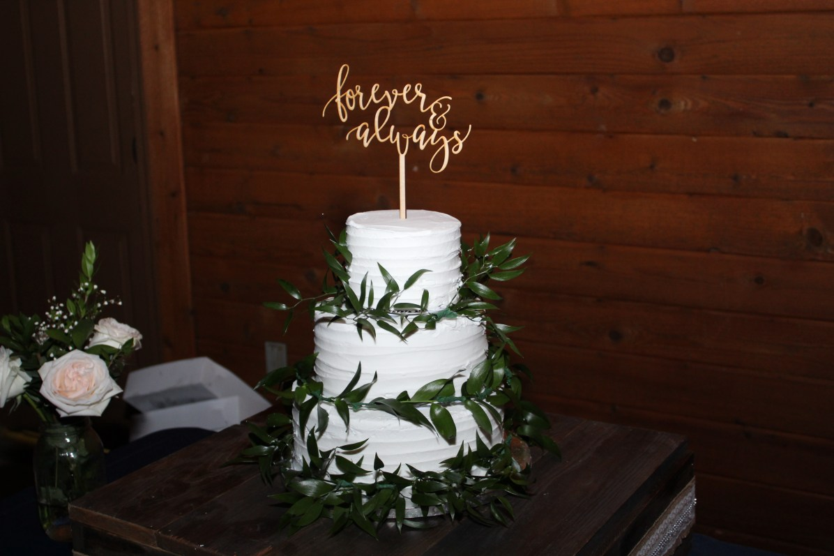 A simple, but beautiful cake for such a beautiful wedding.