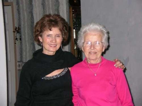 Photo of Elaine Pereira and Her Mom Betty. Photo Courtesy of Elaine Pereira.