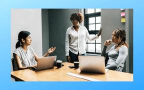 3 female entrepreneurs brainstorm launching a new business