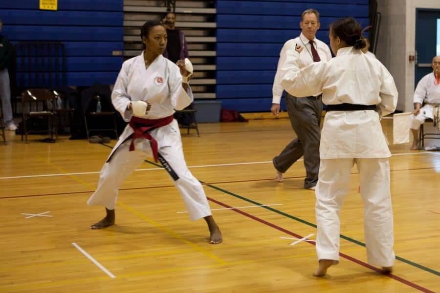 女子武术在练习