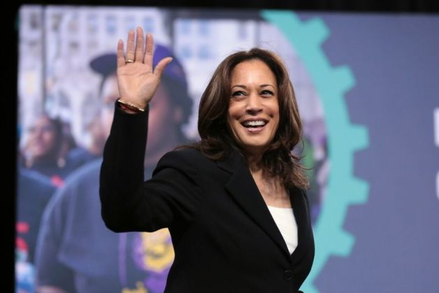 Kamala Harris waves at Las Vegas event