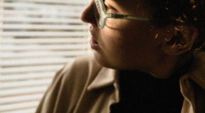 Woman stays sane in lockdown